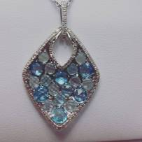 14Kt white gold set with diamonds and blue topaz