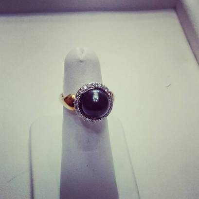 18Kt yellow white ring set with diamonds and 9mm black pearl