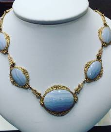 14Kt yellow gold necklace set with diamonds and blue agate